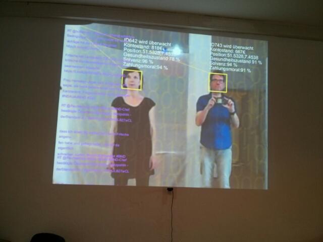 """Überwachungskritische Videoinstallation """"Observed"""" (c) 2015."""